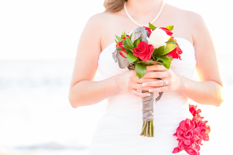 Red and white wedding bouquet.jpg