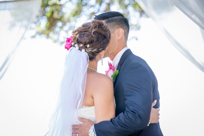 Wedding couple kiss.jpg